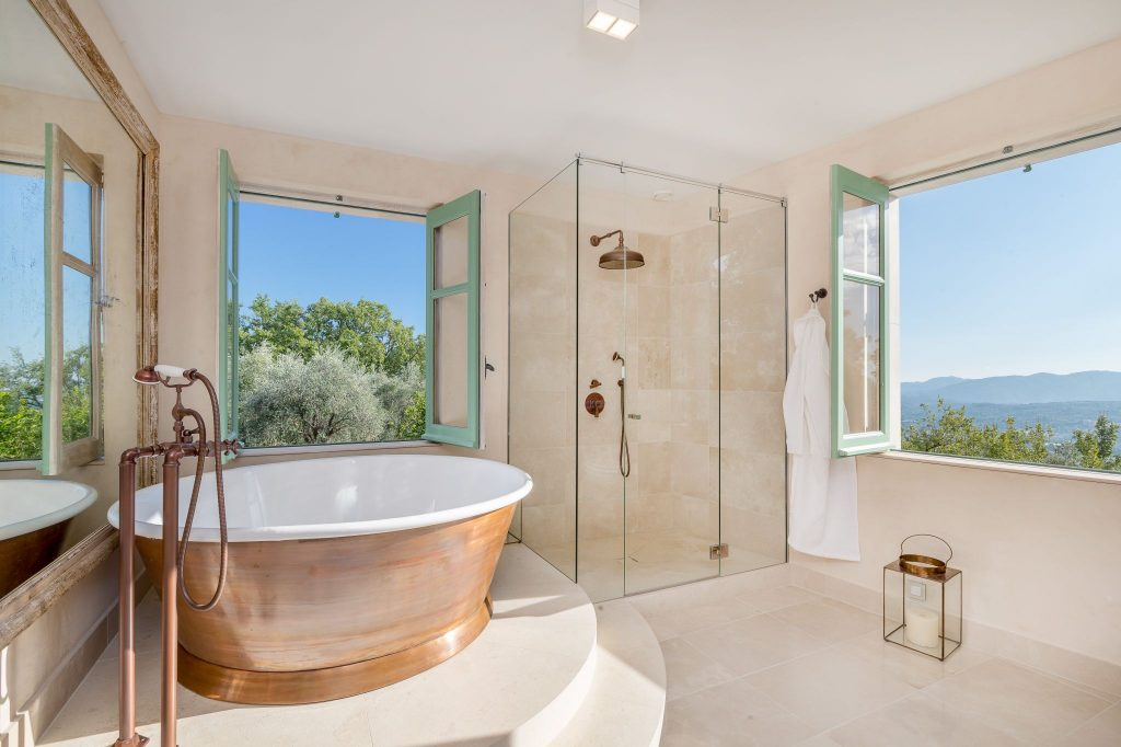 Patina Rotundus Bath with Enamel Interior