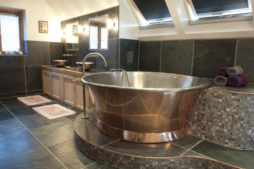 Copper Rotundus Bath with Tin Interior