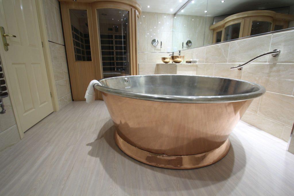 Rotundus Bath William Holland Large Roll Top Copper Bath