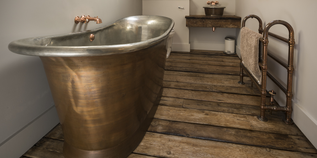 Weathered Copper Rolltop Bath