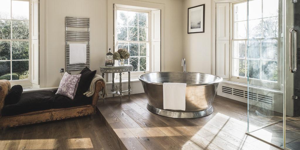 Tin Rotundus bath with Tin Interior
